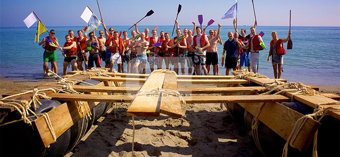 actividades-de-playa-para-empresas-exploramas construccion-balsas-team-building